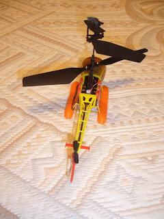 maqueta a escala de helicóptero de rescate a radio control