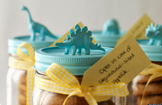 http://i.huffpost.com/gen/901538/thumbs/o-DIY-MASON-JAR-GIFTS-PRESENTS-facebook.jpg