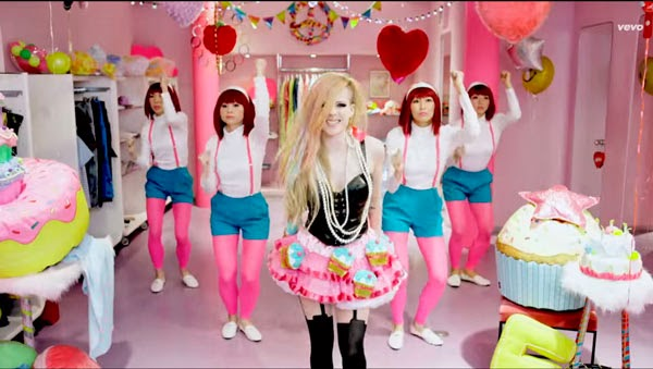 Video de Avril Lavigne - Hello Kitty acusada de racismo