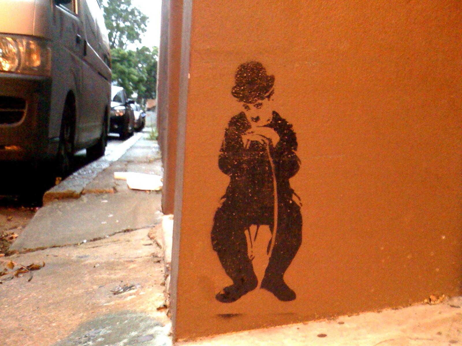 http://3.bp.blogspot.com/-jrOmsG_Le9E/TZAg3YNwiAI/AAAAAAAAA_A/zHY690Lp9UY/s1600/charlie-chaplin-sydney.jpg