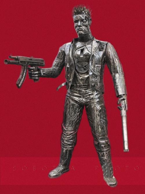10a-The-Terminator-Arnold-Schwarzenegger-2.15m-high-Giganten-Aus-Stahl