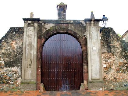Portalada d'entrada de Can Castells