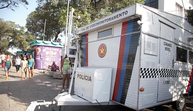 Policiais reclamam das condições de trabalho e insegurança em trailer