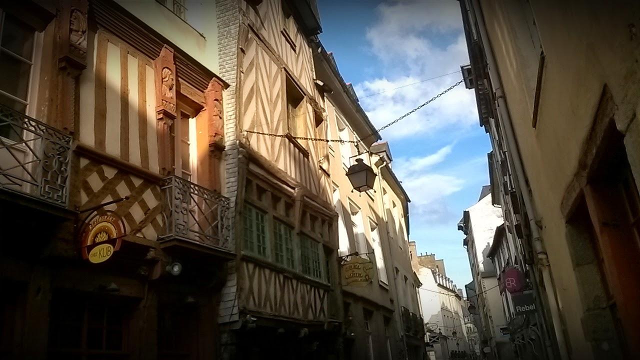 La rue du Chapitre, telle qu'au XVIIe siècle...