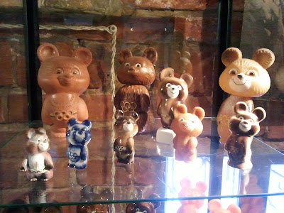 Олимпийские мишки из пластмассы
