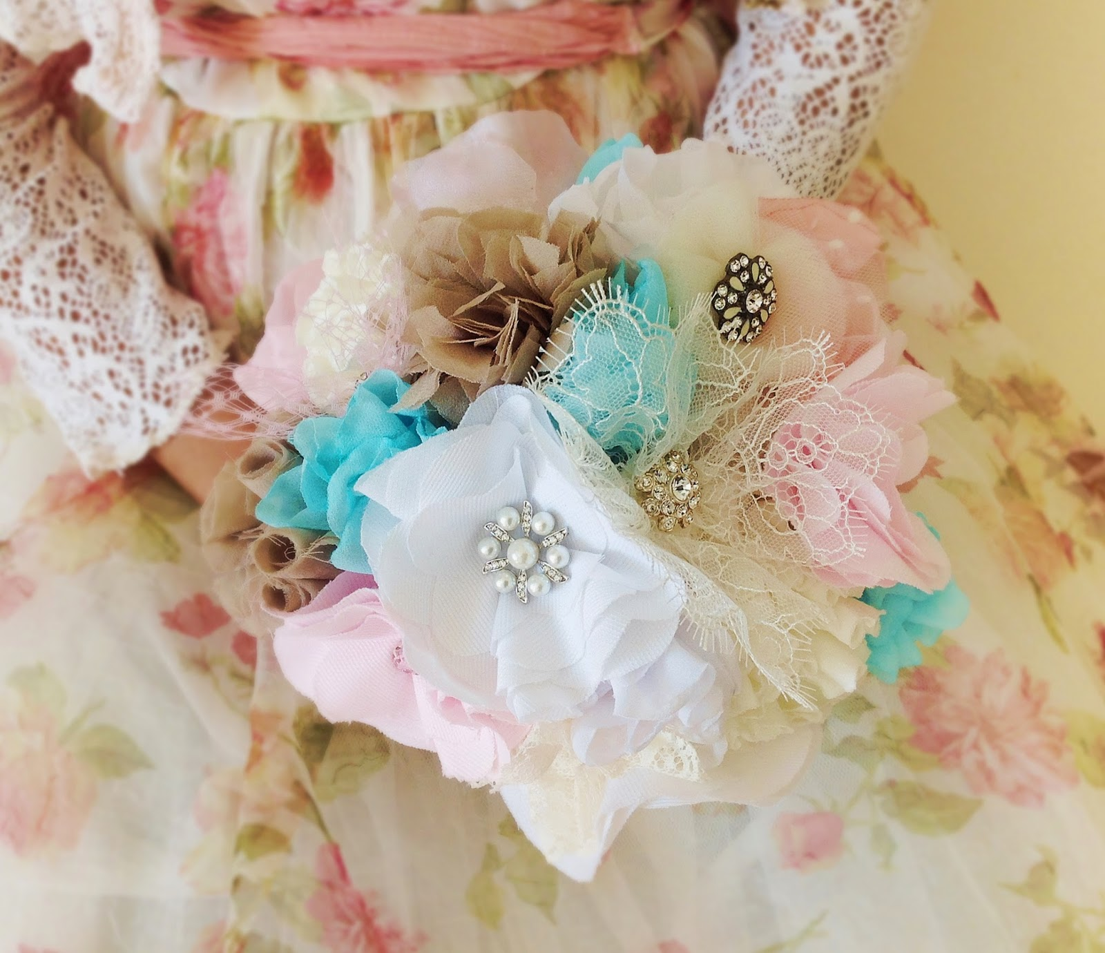 Brooch and lace bridal bouquet