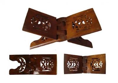 Rekal Al Qur'an atau tempat Al Qur'an dari bahan kayu pilihan seperti Mahogany, jati atau kombinasi keduanya , Kualitas ukir yang di buat oleh perajin ukiran jepara yang terampil serta desain kaligrafi yang indah mengagumkan membuat produk kami bernilai lebih dibanding yang lain dengan harga yang kompetitif  dan kualitas terjamin.