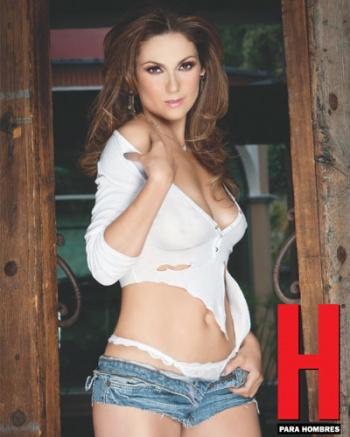 Depois de pousar para revista H, Nora Salinas vai dar autógrafos.