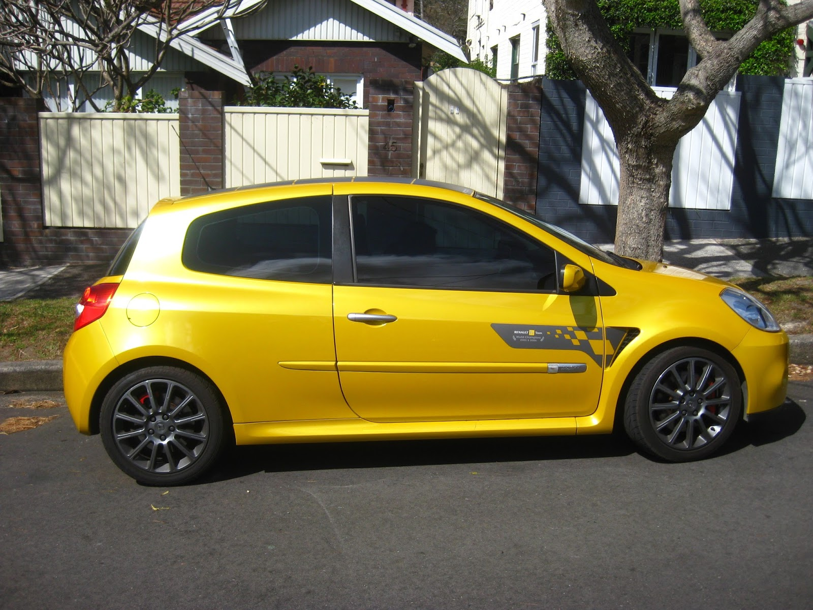 aussie old parked cars 2009 renault clio sport f1 team australian grand prix edition. Black Bedroom Furniture Sets. Home Design Ideas