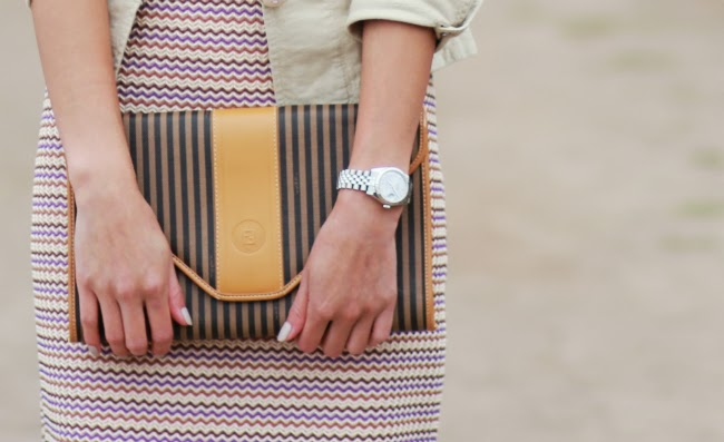striped envelope clutch vintage style