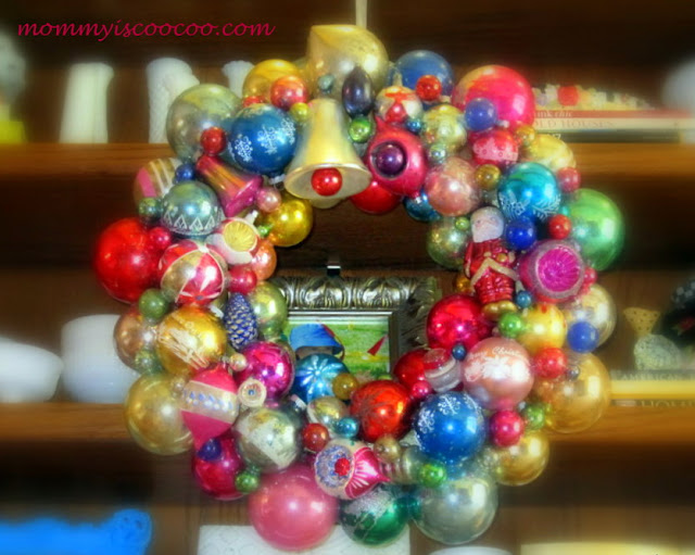 Vintage Christmas Ornament Wreath / detailed ornament wreath tutorial / http://www.mommyiscoocoo.com/