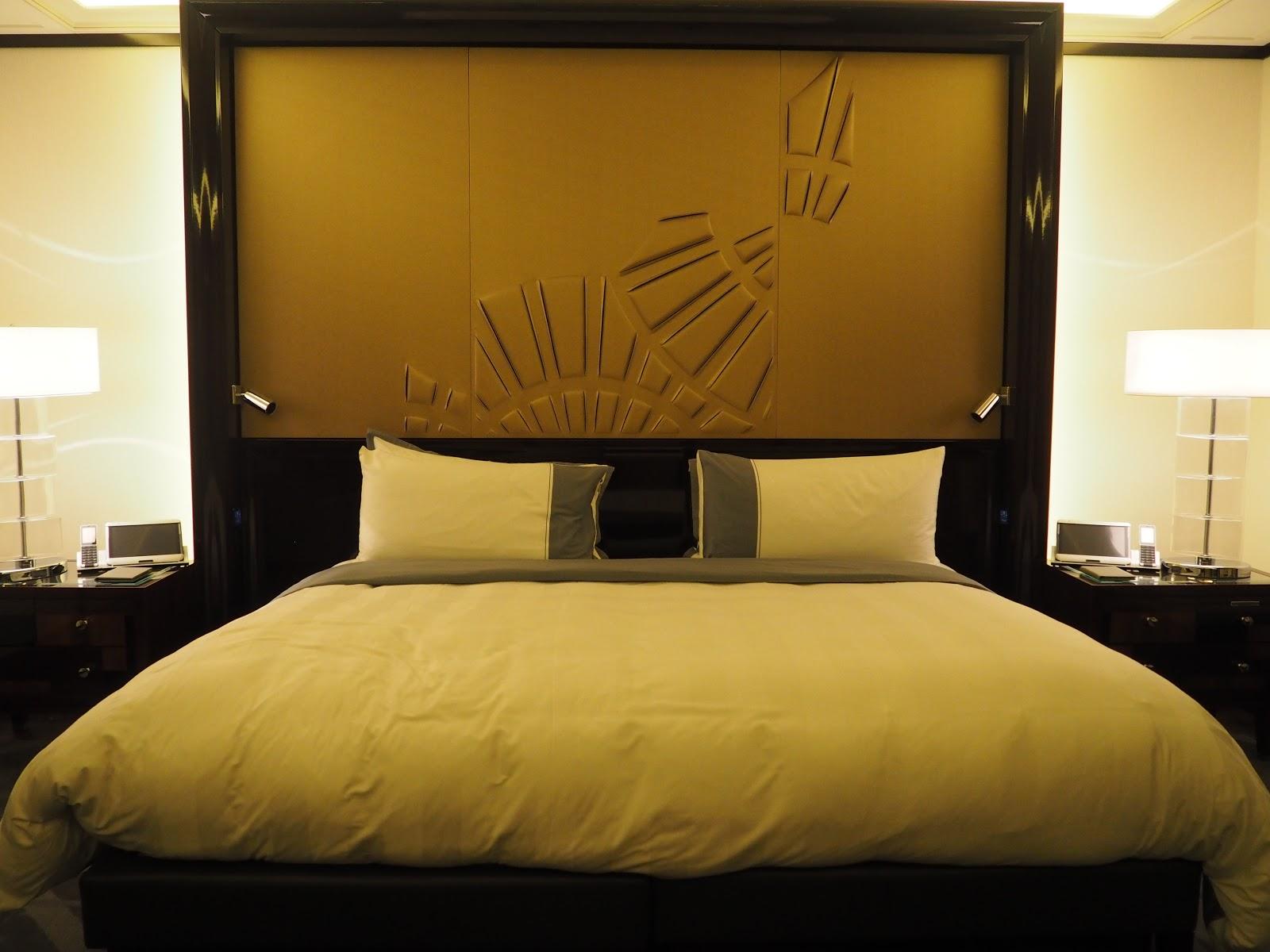 Grand Premier Suite, Peninsula Hotel, Paris, Bed