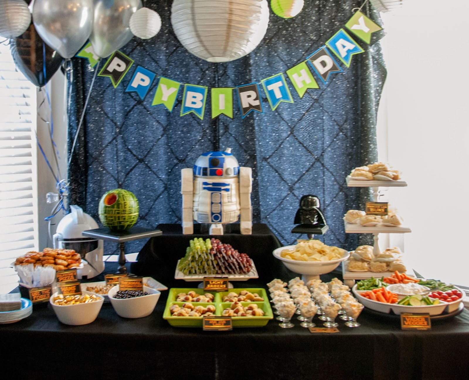 Author robin king blog star wars party with r2d2 cake for Adult birthday decoration ideas