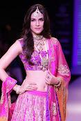 Kriti Sanon latest glamorous raml walk-thumbnail-19