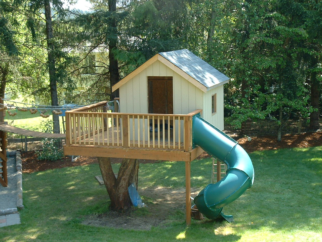Tree houses on pinterest treehouse tree house plans and for Free playhouse plans