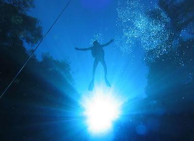 passeio de flutuação na Lagoa Misteriosa em Bonito, MS