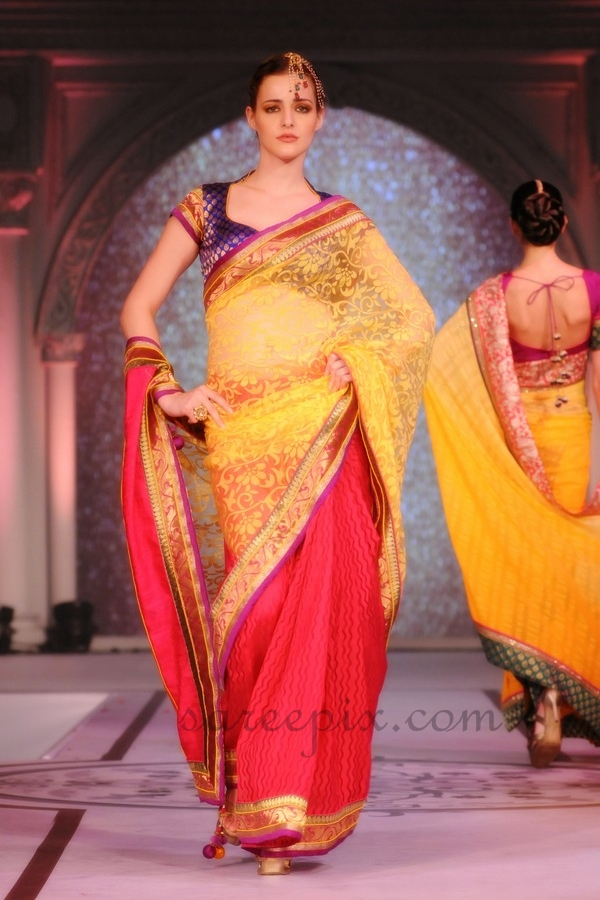 Models-ramp-walk-Rajguru-sarees