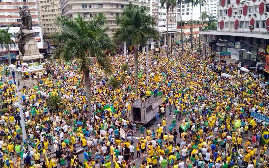 Na Praça da Independência, Santos (SP)