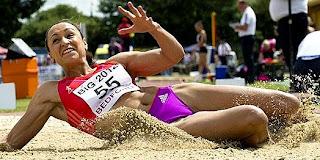Jessica Enni en salto de longitud