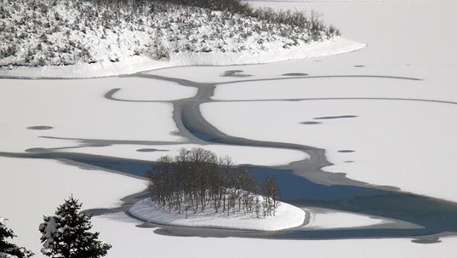 Η πανέμορφη   παγωμένη Λίμνη Πλαστήρα!!!