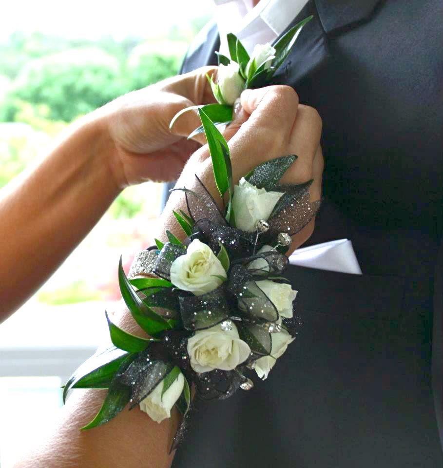 Stem School Prom: Lisa Foster Floral Design: Corsage Bar