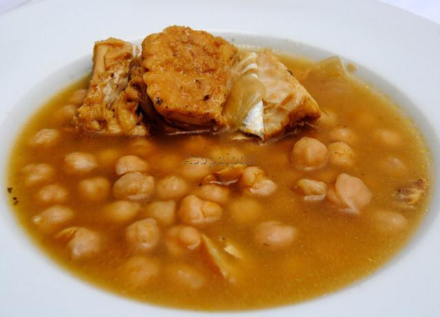 Potaje de Garbanzos con Bacalao de Lucena llamado Chomino