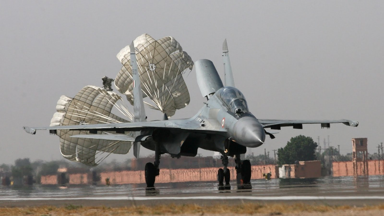http://3.bp.blogspot.com/-juyJAqsW3ho/Ti7qYdErT0I/AAAAAAAAGDI/T0CzpWI88kE/s1600/sukhoi_su_30mki2_indian_air_force_with_air_brakes_8765823_aircraft-wallpaper.jpg