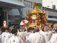 スサノヲノミコトが乗る中御座の神輿。