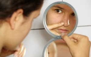 Bicarbonate and olive oil to eliminate acne blemishes