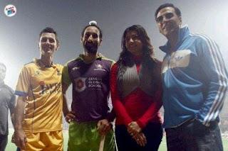 Akshay and Kajal Agarwal Spotted at Hockey India League