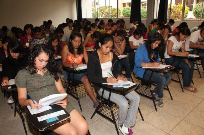 : Examen de Admsión: Lista de Ingresantes www.Unitru.edu.pe 2013 ...