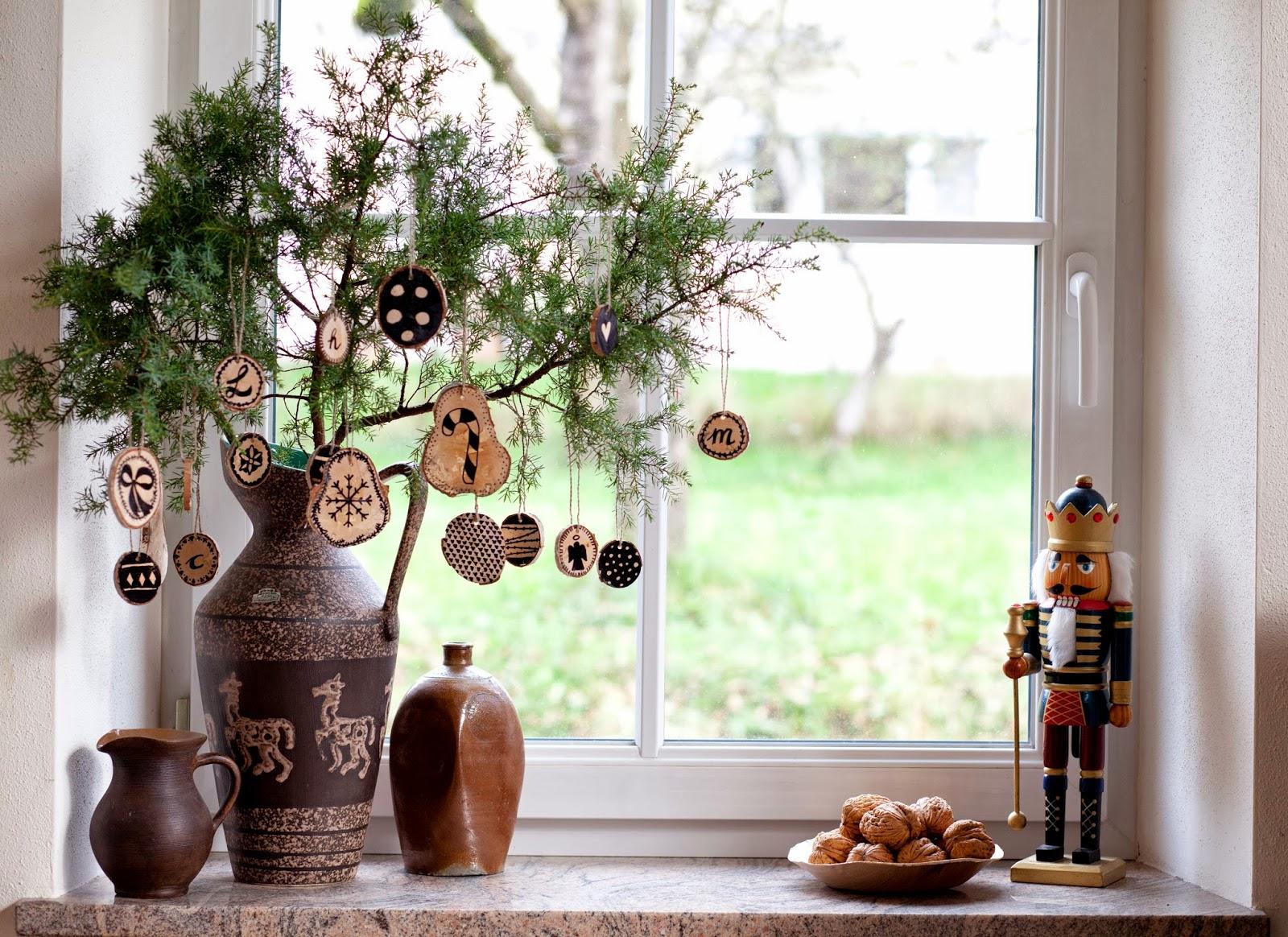 Weihnachten holzanh nger und eine weihnachtsgirlande - Weihnachtsgirlande basteln ...