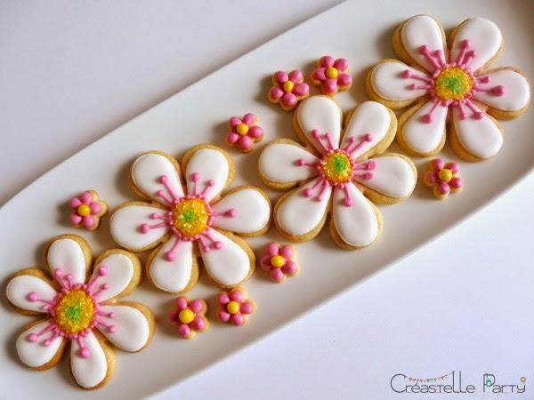 Créastelle Party sablés décorés fleurs / flowers decorated cookies