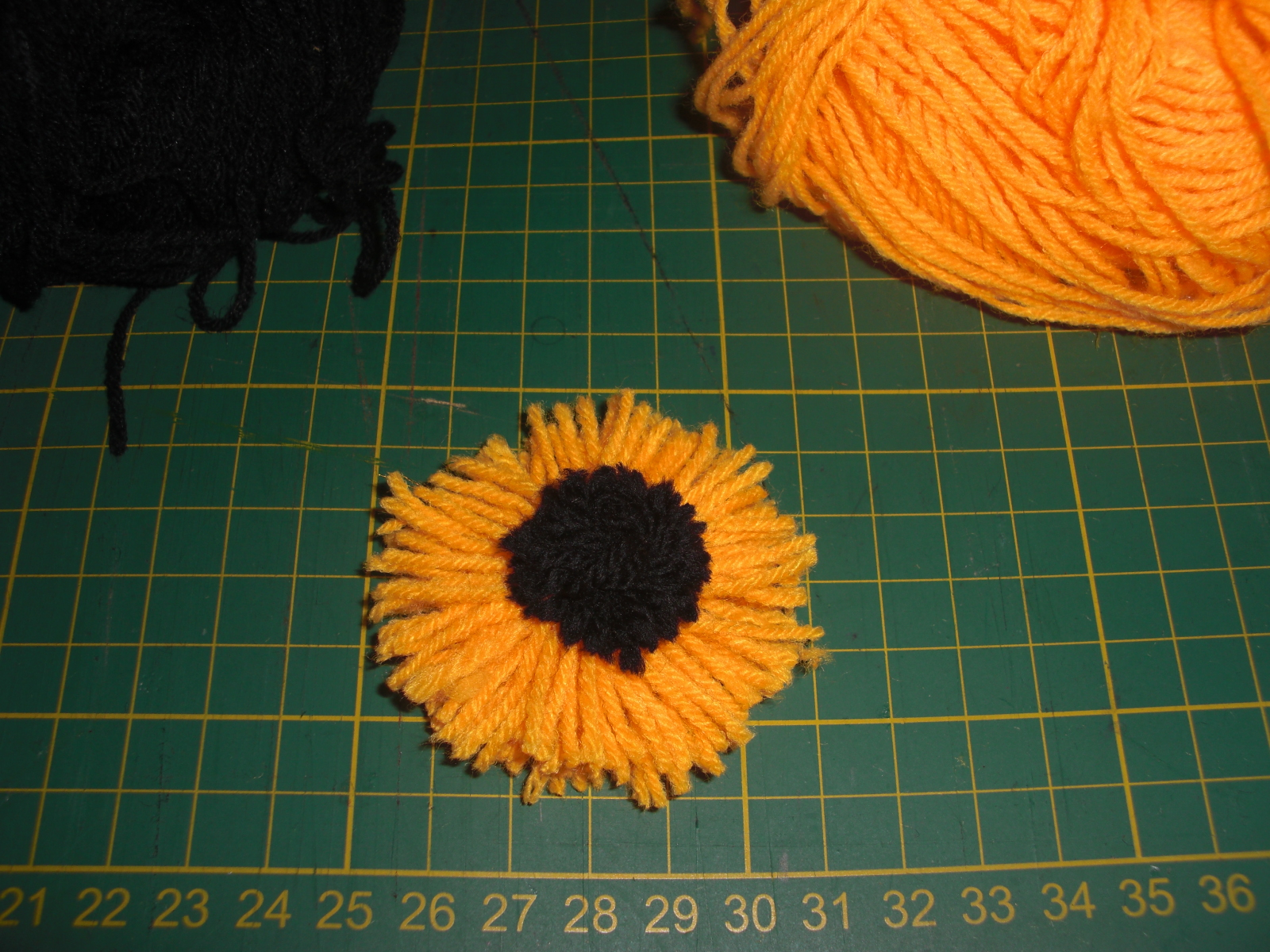 Creative art and craft flowers with woollen thread tutorial for Craft with woolen thread