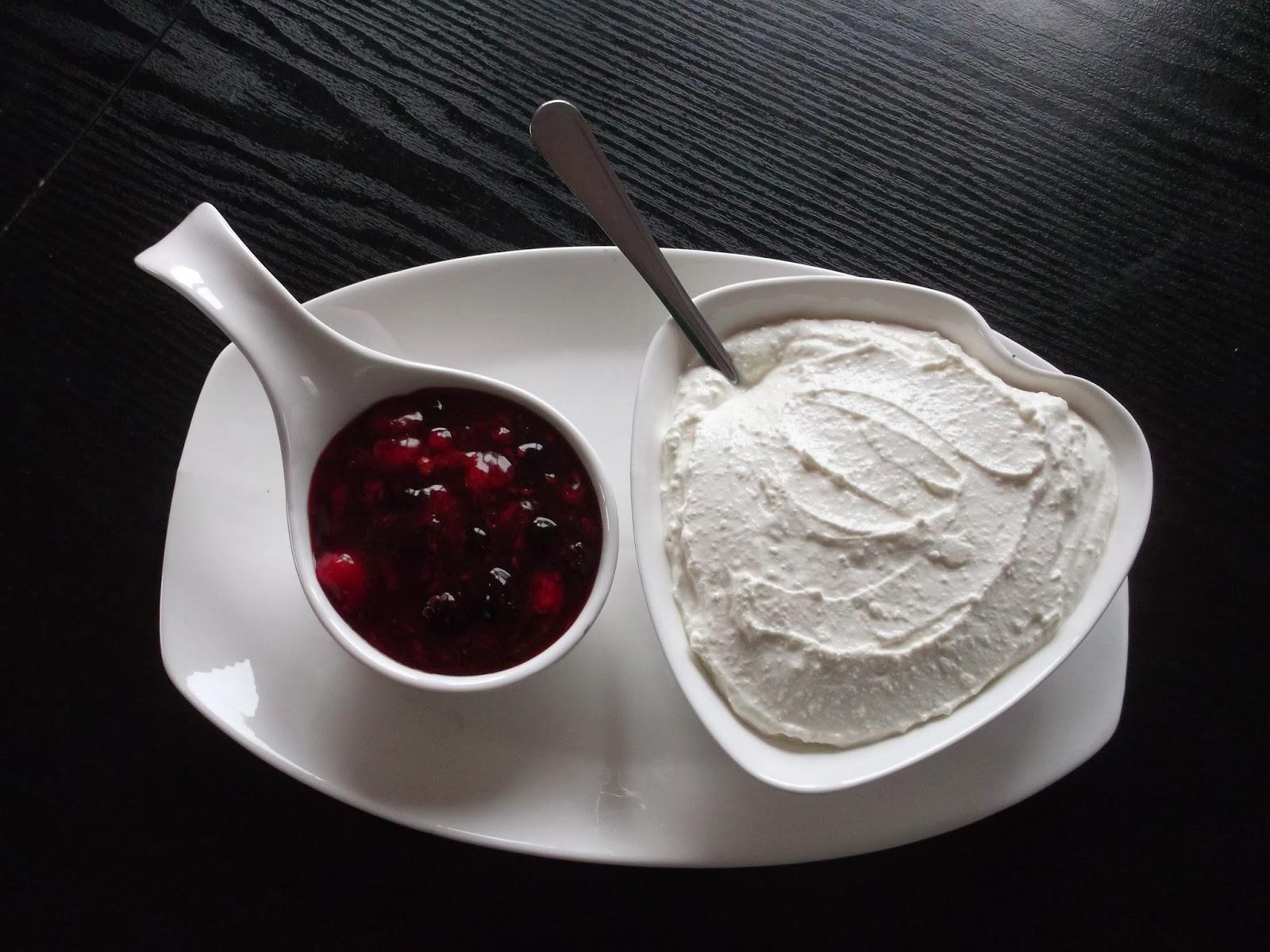 Dodatki do naszych naleśników - sos owocowy kisiel i twarożek waniliowy