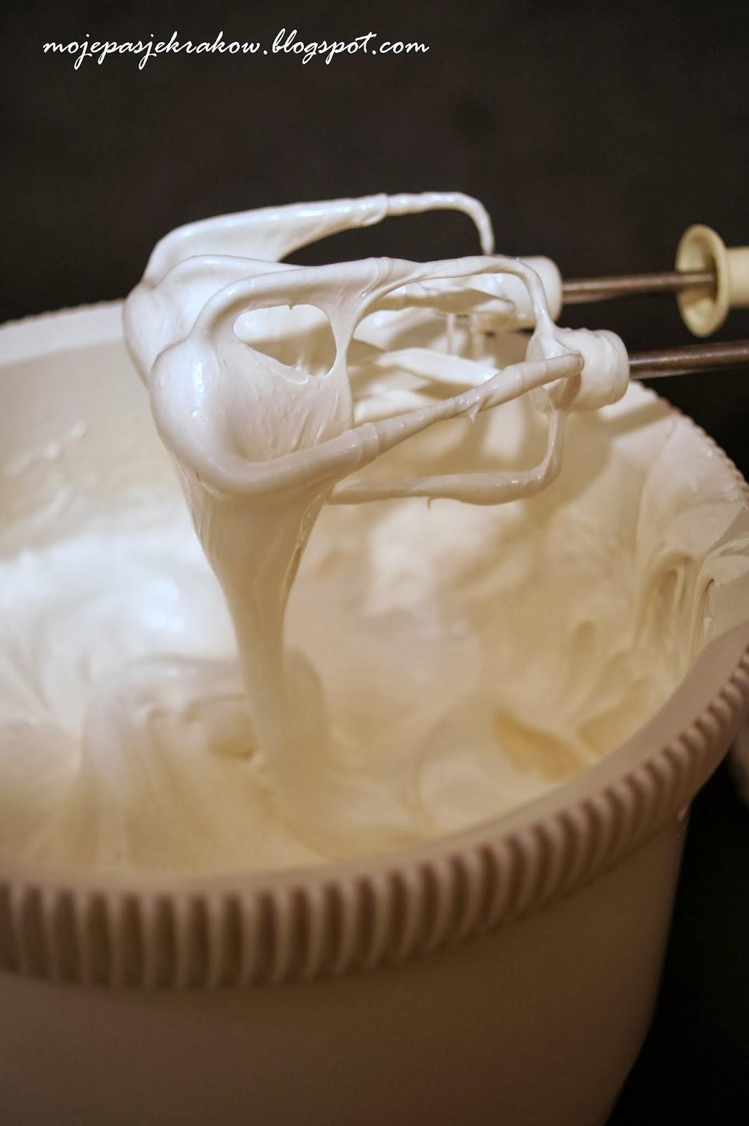 http://www.mojepasjekrakow.blogspot.com/2014/01/domowa-masa-marshmallow.html
