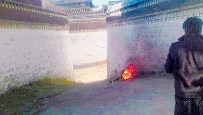 Lelaki Tibet bakar diri