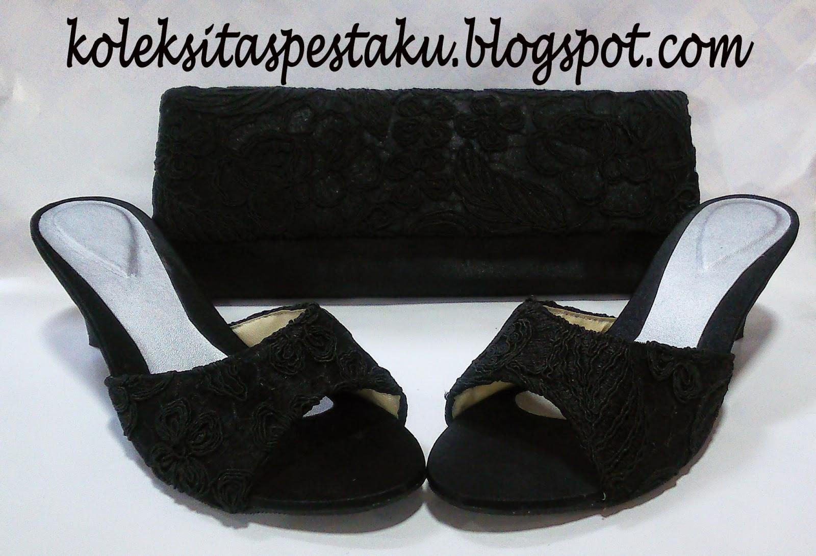 Set matching hitam slop dan tas pesta hitam tile bunga timbul