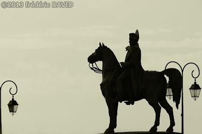 silhouette statue contre-jour cheval Napoléon Montereau-Fault-Yonne Seine-et-Marne