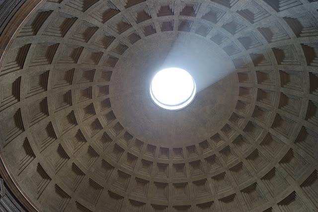 Centre historique, Panthéon, Rome, Roma, Italie, tourisme, colonne, photo, blog,
