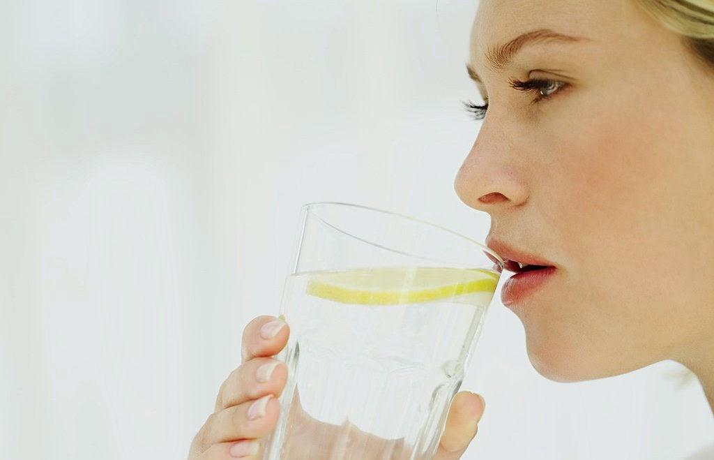 10 Alasan Kesehatan Kenapa Kita Harus Minum Banyak Air