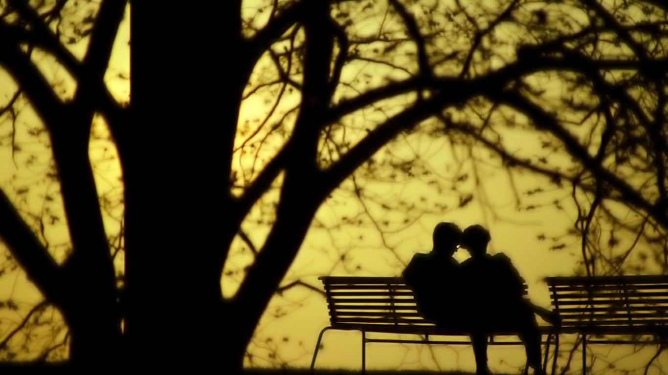 http://3.bp.blogspot.com/-jx7k-1v6fdQ/ULYtvIKWY5I/AAAAAAAAJO4/Afp-lT7vMqg/s1600/Lovers+In+Park+HD+Wallpaper.jpg