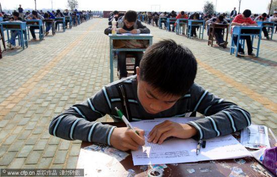 Peperiksaan dibuat di luar kelas untuk elak pelajar meniru di China