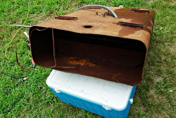 how to clean a rusty fuel tanks