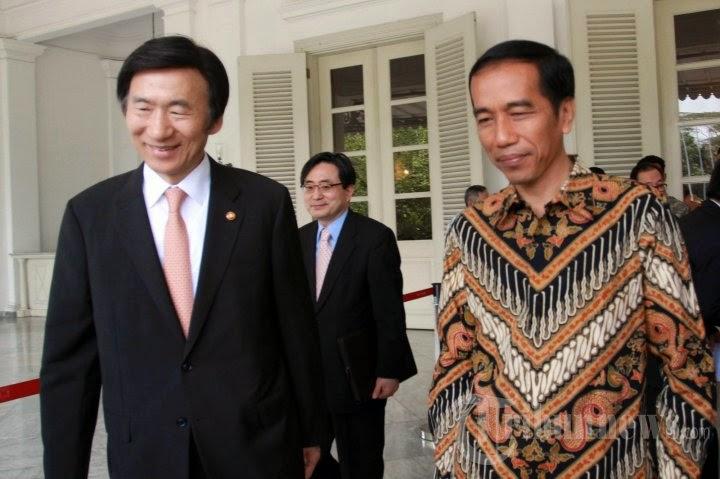 Kunjungi Korea Selatan, Jokowi Tinjau Alutsista Pesanan Indonesia