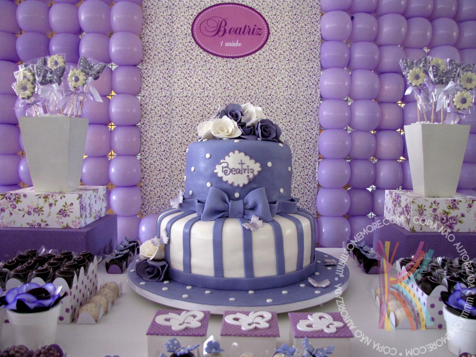 Komemore Festa lilás e branco da Beatriz