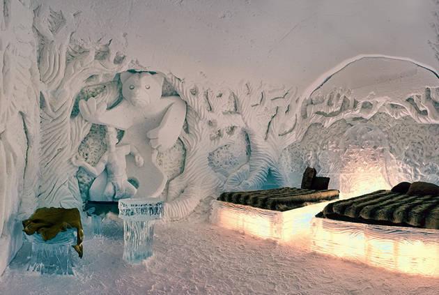 Canada the hotel de glace the globe runaway - Saint de glace 2018 ...