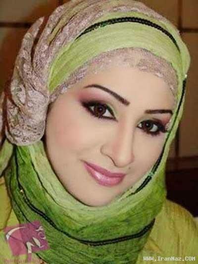 Hijab avec jolie foulard soirée