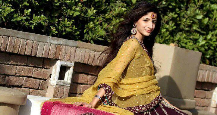 Mawra Hocane engagement images