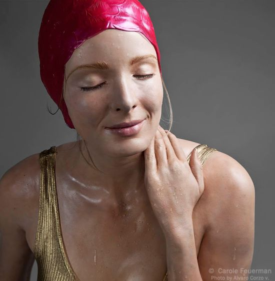 carole feuerman esculturas hiper-realistas mulheres molhadas roupas banho biquini